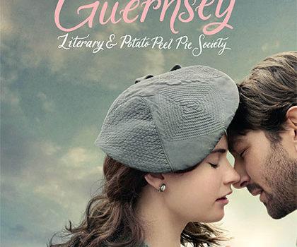 Recensione film – Il Club del libro e della torta di bucce di patata di Guernsey